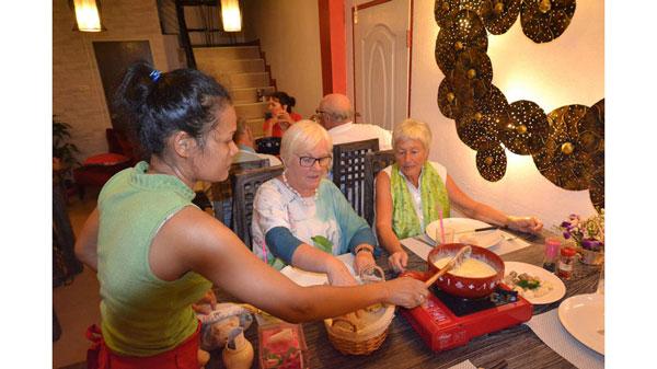 Fondue Essen der Swiss Lanna Society Chiang Mai